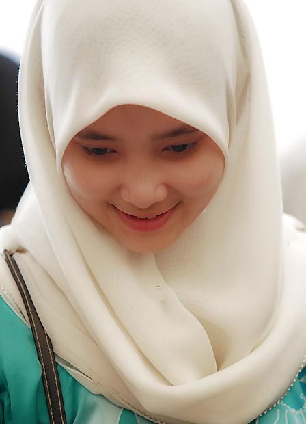 Cara Pakai Jilbab Sederhana Namun Tetap cantik