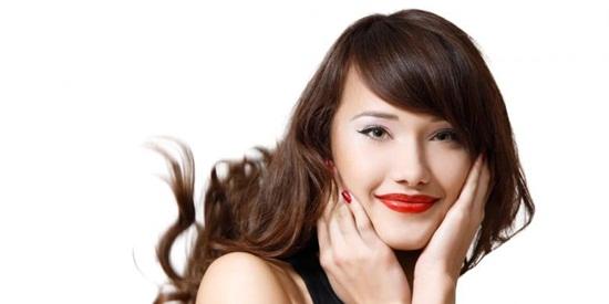 Memakai Lipstick Untuk Bibir Hitam
